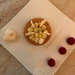 Palet breton fleur de sel, crème citron et crémeux basilic, framboises et éclats meringue fondante