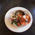Cocotte de St jacques au NoillyPrat, petits légumes et fondue de poireaux crémeuse.