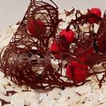 Gâteau anniversaire chocolat, framboises, amandes