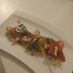 Salade d'avocats, petits légumes et brebis, vinaigrette à la grenade