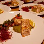 Saumon au four aromatisé au safran et légumes de saison