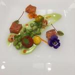 Saumon mariné à l'aneth, velouté de petit pois & fèves