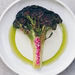 "Brocoli rôti ""al mattone"". Sauce de parmesan, garum, coriandre, citron et crème"