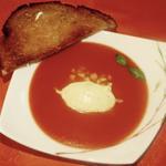 Soupe fraîche à l'eau de tomates, glace à la moutarde d'Orléans
