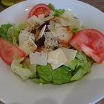 Salade de St Jacques, copeaux de parmesan et vinaigrette au vinaigre de cidre