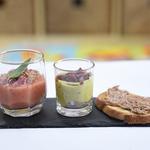 Trilogie d'amuse-bouche : Gaspacho de tomate & lardon de bacon | Tartine rillette de canard de Touraine | Verrine crevettes, guacamole et tomates séchées