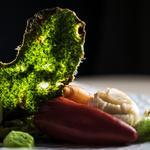 Noix de St Jacques crème de cresson, tuile d'herbes et légumes de saison