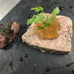 Terrine de filet mignon gelée de légumes confit de poire au vin