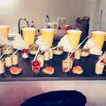Enterrement vie de jeune fille pièces froides: Canapé de saumon, crème brûlée de foie gras, verrine tomates couleurs et saumon, pain de thon et pomme de terre, wraps poulet salade et tomate