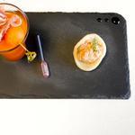 Gaspacho de melon et sa brochette de jambon Parme - Chips de crevette et sa rillettes de truite, avocat, aneth, citron vert