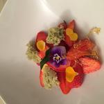 soupe de fraise de Sologne sponge cake basilic au pétillant de raisin domaine Croc du Merle