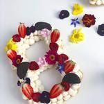 Number cake 100% maison fleurs et fruits frais