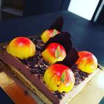 """Gateau Mousse chocolat Baibee valrhona,cake moelleux cacahuetes, biscuit sablé,dome de mousse """"Ivoire"""""""