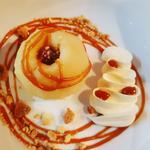 Pomme vapeur caramel beurre salé sablé breton et crème fouettée au mascarpone