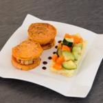 Mini burgers tempeh et patate douce, écrasé de pomme de terre et légumes glacés