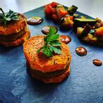 Minis burgers patates douces / tempeh, légumes vapeurs et sauce barbecue