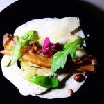 Ravioles de cèpes, butternut, émulsion noisette, copeaux de pecorino chips de lard