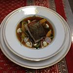Cabillaud, légumes croquants et bouillon corsé