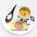 Mini saucisson brioché maison, cuillère lentilles cervelle des Canuts, velouté de potiron