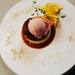 Vanilla cheesecake, Raspberry Coulis, cookie crumble, strawberry ice cream.