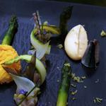Tartare de maquereau fumé maison asperge verte française oeuf parfait en coque de polenta