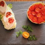 Ballotin de poulet farci aux tomates confites sur lit d'écrasé de pommes de terre et tatin de tomates