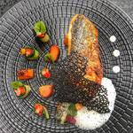 Daurade royale, émulsion de champagne, butternut rôti, tagliatelles de courgette à l'oxalis et citron caviar