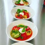 Tomates sélection, burratina au basilic du jardin et gaspacho de pastèque/melon.