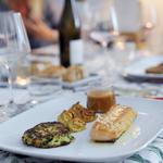 Filet de féra du lac Léman, bisque de langoustine, beignet de courgette au basilic et pomme duchesse.