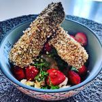 Tempeh pané aux flocons de riz accompagné de sa salade estivale