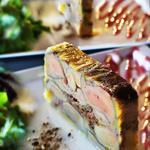 Terrine de foie gras rôti aux cèpes et son caramel de Porto rouge.