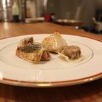 Poulet poché et ravioles de fois gras