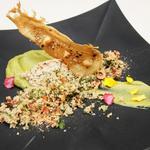 L'oeuf de ferme : Cuit à 63 degrés, mousseline de brocolis, taboulé oriental et noisettes du piémont