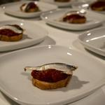 Anchois de Collioure, crème de poivron rouge, toast grillé
