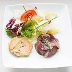 Terrine de foie gras maison et son tatin pommes et magret fumé