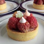 Tartelettes framboises, meringues et coriandre cristallisée