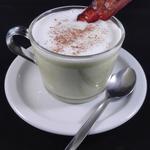 Cappuccino de brocolis, crème de chèvre et crispy bacon