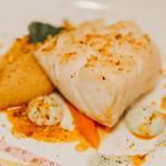 Dos de cabillaud, purée de pois chiches aux épices, carottes, émulsion de coriande, dukkah