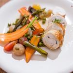 Suprême de volaille a l'estragon, légumes de printemps en barigoule et son bouillon