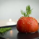 Tomate farcie aux graines de courges, sésame et quinoa