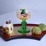 Café gourmand (Maki de crème de châtaignes, salade de fruit de l'automne parfumée au yuzu et choux à la crème de matcha)