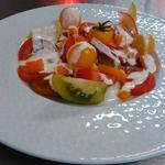 Autour de la tomate et une vinaigrette au yaourt