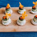 Amuse-bouche : Roulé de concombre farci au saumon gravlax
